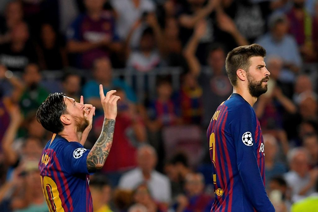 Gerard Pique dan Lionel Messi (Foto AFP/LLUIS GENE)
