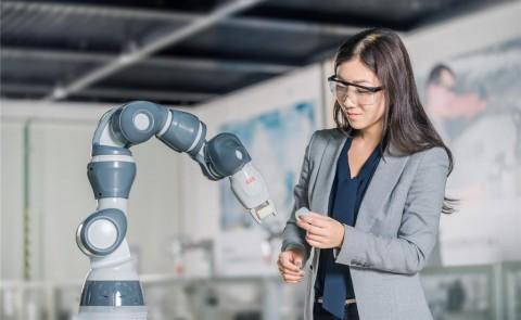 Pabrik Tiongkok Pakai Robot untuk Bikin Robot