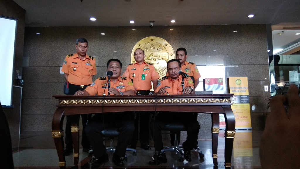 Deputi Operasi Badan SAR Nasional (Basarnas) Nugroho Budi (kiri duduk) - Medcom.id/Fachri Audhia Hafiez.