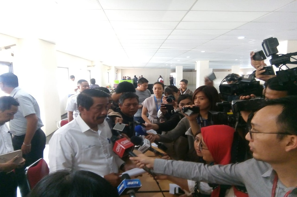 Presiden Direktur Lion Air Grup, Edward Sirait memberikan informasi terkini terkait jatuhnya pesawat Lion Air, Medcom.id - Hendrik