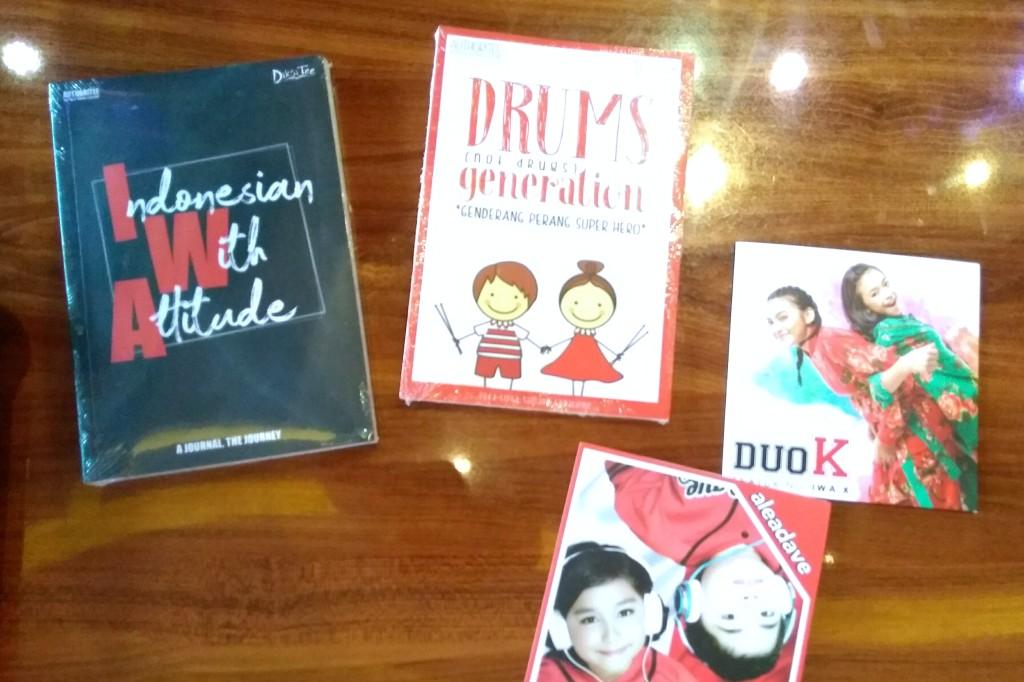 Buku IWA bersama dua CD album musik Duo K dan Aleadave (Foto: Medcom.id/Purba Wirastama)