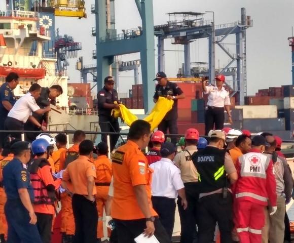 Authorities have retrieved six bags of body parts from the crash site. (Photo:Medcom.id/Kautsar Widya Prabowo)