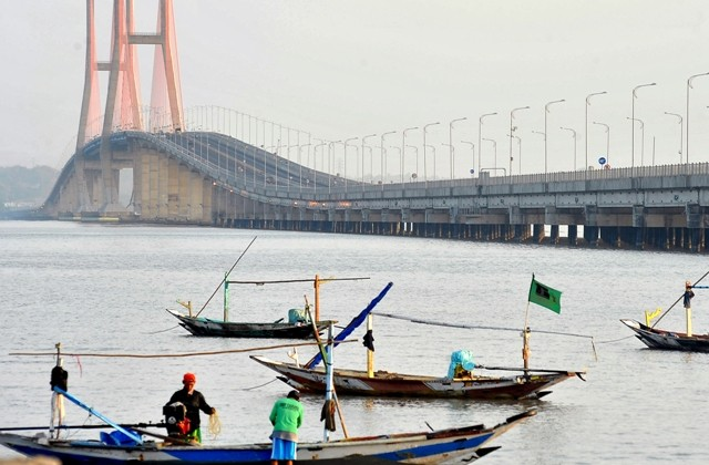Jembatan Suramadu. Foto: Antara /Risyal Hidayat..