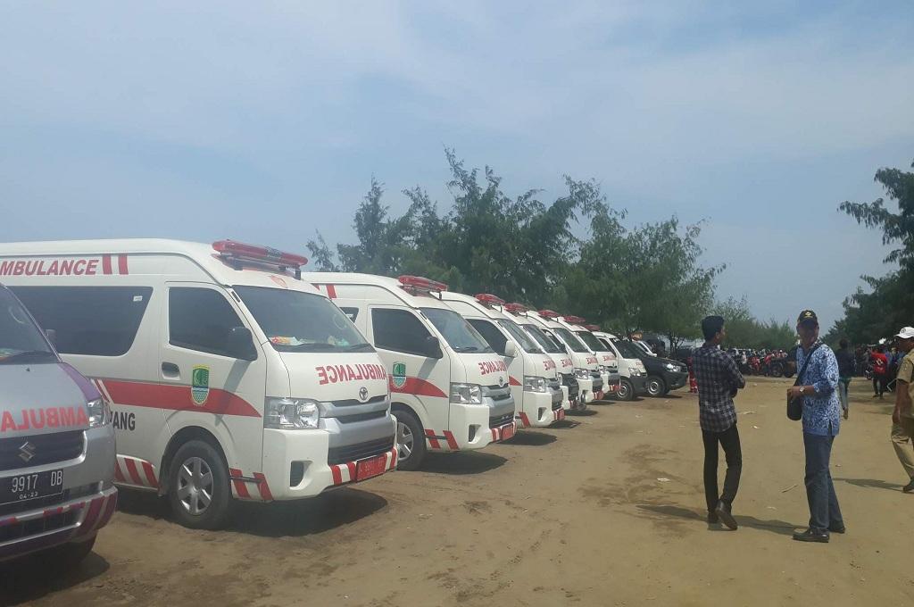 Ambulans bersiaga di Tanjungpakis, Pakisjaya, Karawang, untuk mengangkut korban pesawat Lion Air jatuh, Senin, 29 Oktober 2018, MI - Cikwan