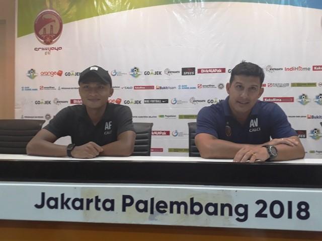 Pelatih kepala Sriwijaya FC, Angle Alfredo Vera, saat konferensi pers usai laga-Medcom.id/Deddy