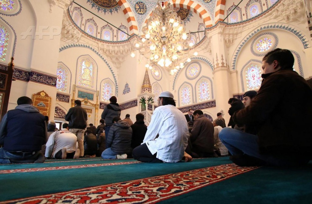 Masjid yang menampung hingga 1.200 jamaah tersebut pembangunannya menghabiskan 1,5 miliar yen. AFP Photo/Yoshikazu Tsuno