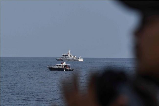 Pencarian pesawat Lion Air JT610 di perairan Karawang, Jawa Barat. ANTARA FOTO Hafidz Mubarak A
