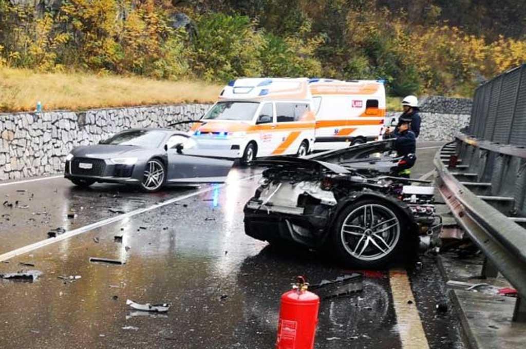 Audi R8 terbelah dua setelah tabrakan dengan VW van. Carscoops