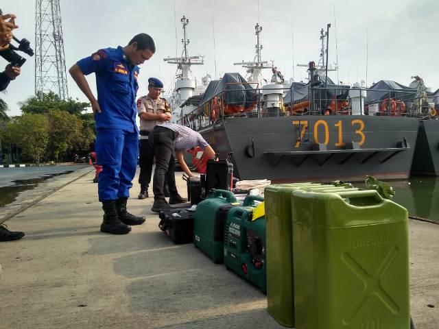 Tim menyiapkan alat untuk pencarian korban pesawat Lion Air JT601. Foto: Medcom.id/Kautsar Widya Prabowo.
