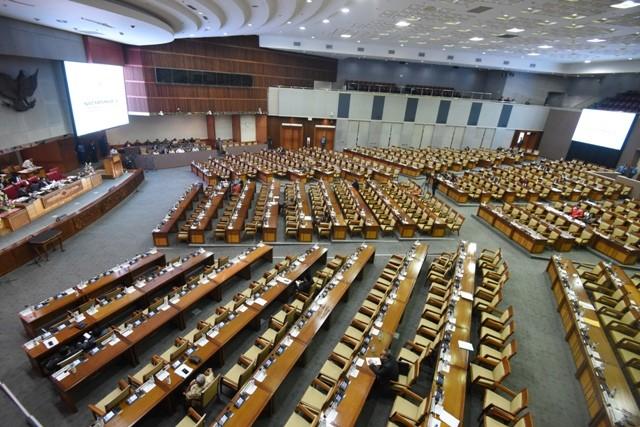 Anggota DPR mengikuti Rapat Paripurna di Kompleks Parlemen Senayan. Foto: Antara/Hafidz MUbarak.