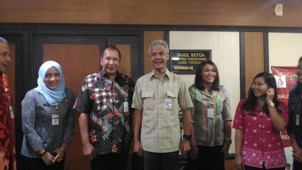 Gubernur Jawa Tengah, Ganjar Pranowo, mengadakan konsultasi dengan Ketua Dewan Perwakilan Rakyat Daerah Jateng, Rukma Setyabusdi, terkait penetapan upah minimum / Mustholih