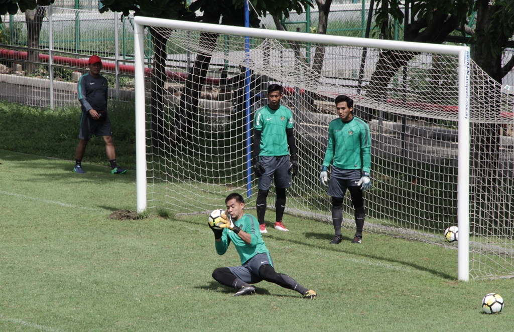 Kiper Persija Jakarta, Andritani Ardhiyasa, saat mengikuti pemusatan latihan Timnas Indonesia untuk Asian Games 2018 lalu (Medcom.id/Rendy Renuki)