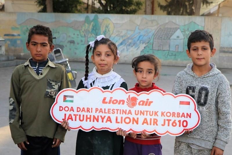 Anak-anak di Gaza ucapkan duka atas kecelakaan Lion Air JT610. (Foto: Suara Palestina/Abdillah Onim).