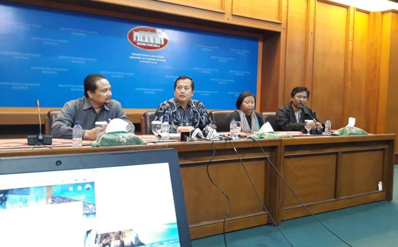 Direktur PWNI dan BHI Kementerian Luar Negeri Lalu Muhammad Iqbal (kedua dari kiri). (Foto: Marcheilla Ariesta/Medcom.id).
