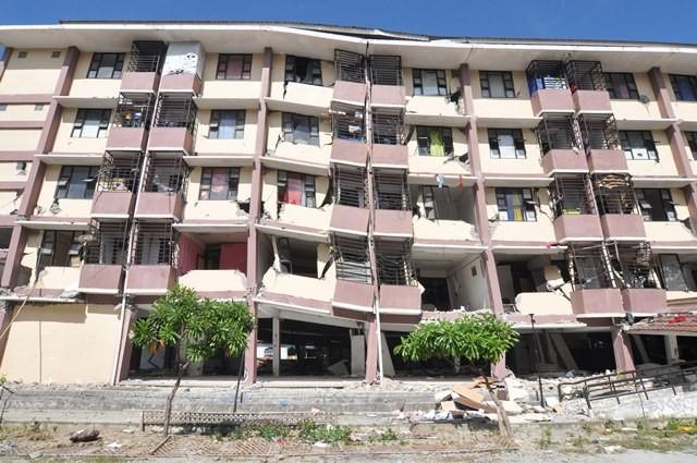 Rumah susun di Lere, Palu, rusak parah terdampak gempa pada 28 September 2018. Rusun ini ditinggali puluhan KK yang sekarang berada di pengungsian. Antara Foto/M Hamzah