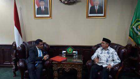 Menteri Hak Asasi Manusia (HAM) Inggris, Lord Tariq Ahmad (kiri). Foto: Medcom.id/Faisal Abdalla