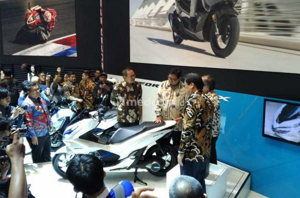 Pameran otomotif sepeda motor IMOS 2018 resmi dibuka Menperin, Airlangga Hartarto. medcom.id/M Bagus Rachmanto