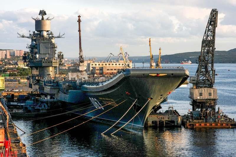 Insiden terjadi di satu-satunya kapal induk Rusia, Admiral Kuznetsov. (Foto: AFP).