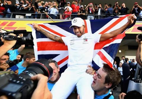 Hamilton Bisa Melewati Rekor Michael Schumacher