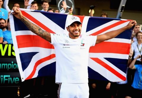 Dua Sisi Lewis Hamilton