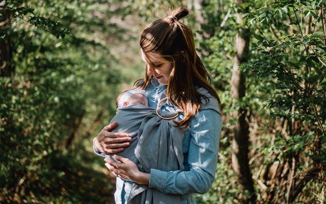 Bagi banyak ibu, memutuskan untuk berhenti memberikan ASI kepada anak bukanlah hal yang mudah. (Foto: Kyle Nieber/Unsplash.com)