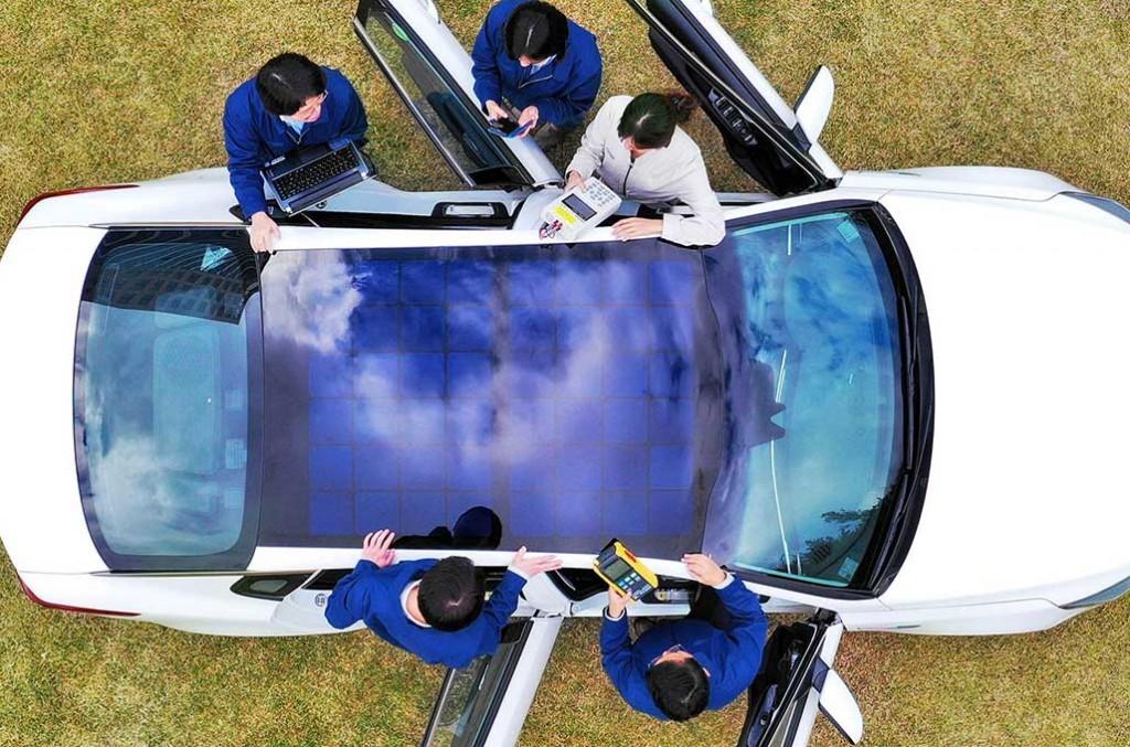 Kia dan Hyundai kembangkan solar roof, atap mobil dengan panel surya penghasil listrik. electreck