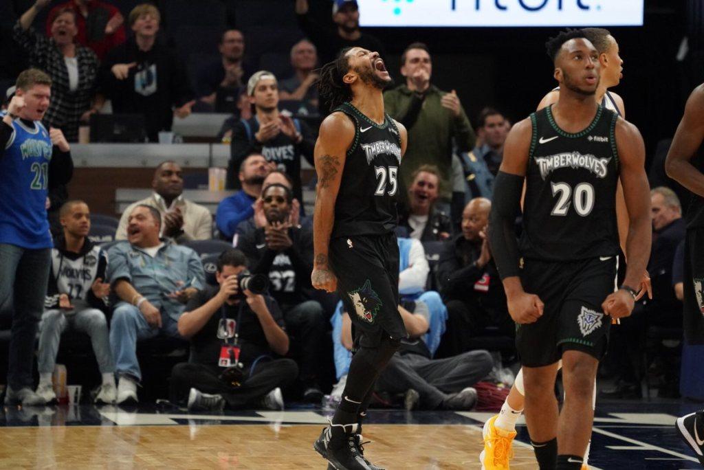 Point guard Minnesota Timberwolves, Derrick Rose (no. 25) meluapkan kegembiraannya setelah membawa timnya menang dan mencetak rekor (Twitter: @Timberwolves)