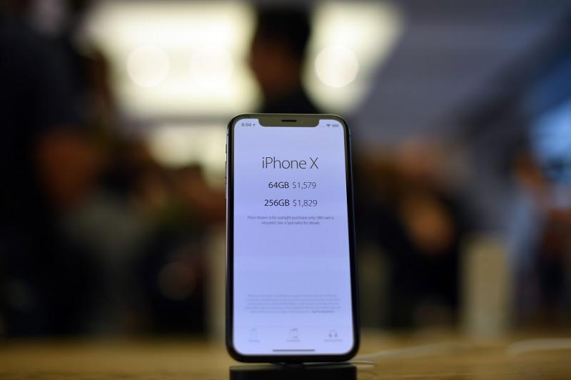 Apple iPhone x. (AFP PHOTO / SAEED KHAN)