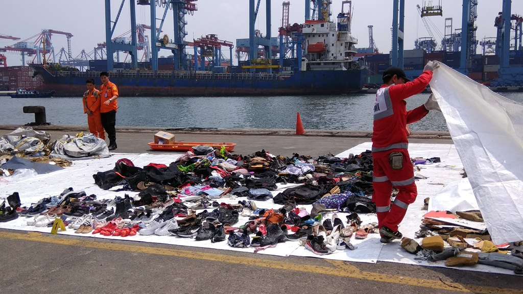 Authorities have found various debris and passenger belongings in the crash site (Photo: Medcom.id/Fachri)