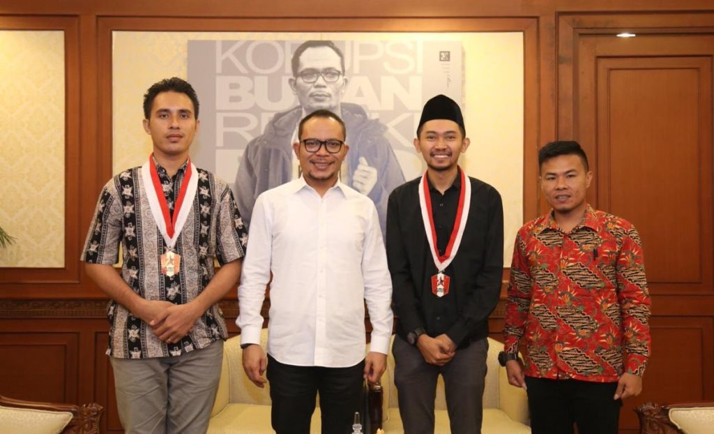 Menaker M Hanif Dhakiri menerima kunjungan pengurus GMNI di Kantor Kemenaker, di Jakarta, Kamis, 1 November 2018 (Foto:Dok.Kemenaker)