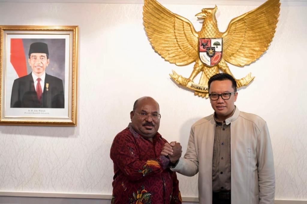 Pertemuan Menpora Imam Nahrawi dengan Gubernur Papua Lukas Enembe (Dok. Kemenpora)