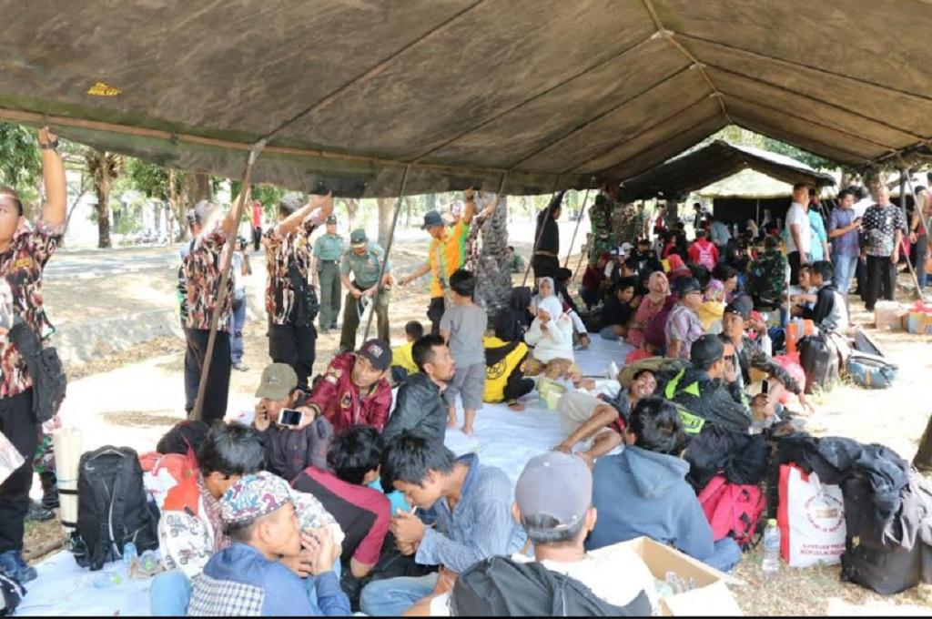 Warga Palu tinggal sementara di posko di Mes Bhaskara Sidoarjo sebelum pulang ke kampung halaman, Jumat, 5 Oktober 2018. Mereka merupakan warga Palu yang terbang ke Pulau Jawa setelah bencana mengguncang, Medcom.id - Hadi