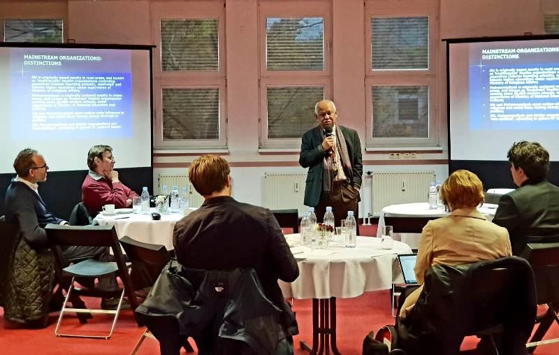 Profesor Azyumardi Azra menerangkan tentang Islam di Indonesia. (Foto: Dok.KBRI Berlin).