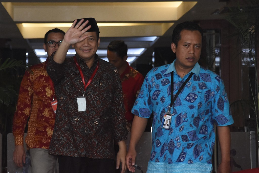 Politikus Partai Amanat Nasional (PAN) Taufik Kurniawan (batik) di Komisi Pemberantasan Korupsi (KPK). ANT/Indrianto Eko.