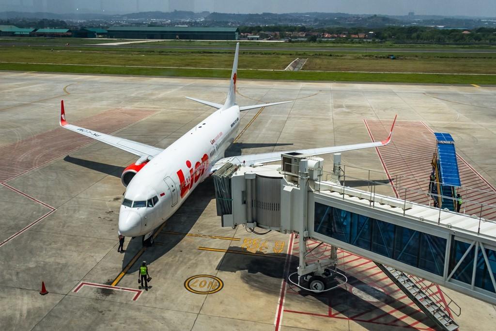 Petugas memeriksa kondisi pesawat terbang jenis Boeing 737 milik maskapai penerbanganLion Air sebelum terbang di Bandara Internasional Jenderal Ahmad Yani, Semarang, Jawa Tengah, Rabu (31/10/2018). ANT/Aji Styawan.
