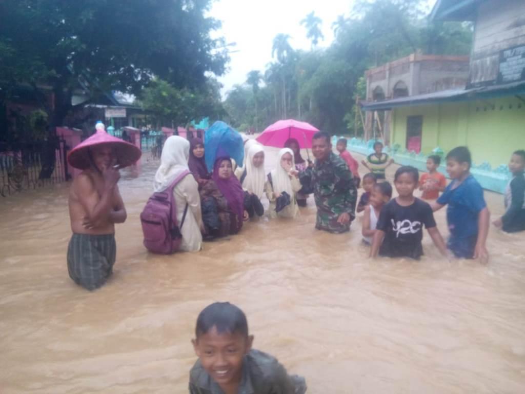 Banjir yang melanda Kota Padang, Sumatera Barat, Jumat, 2 November 2018. Dok.Kodam Bukit Barisan.