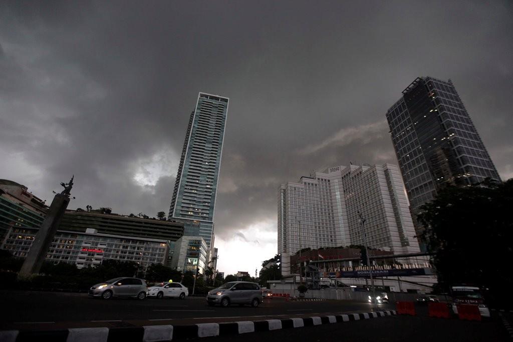 Ilustrasi hujan di Jakarta. MI/Rommy Pujianto.