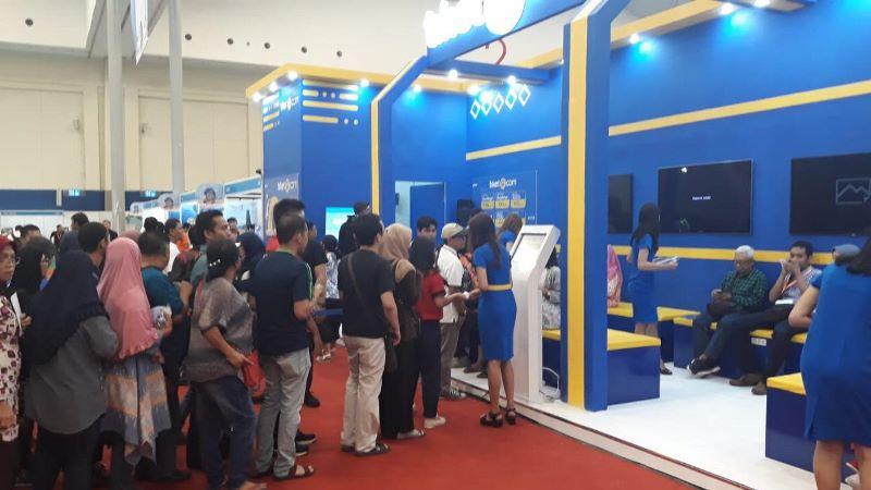 Suasana antrean di booth agen biro perjalanan, pada KAI Expo, Indonesia Convention Exhibition (ICE) BSD, Tangerang, Banten, Sabtu, 3 November 2018. Medcom.id/ Farhan Dwitama.