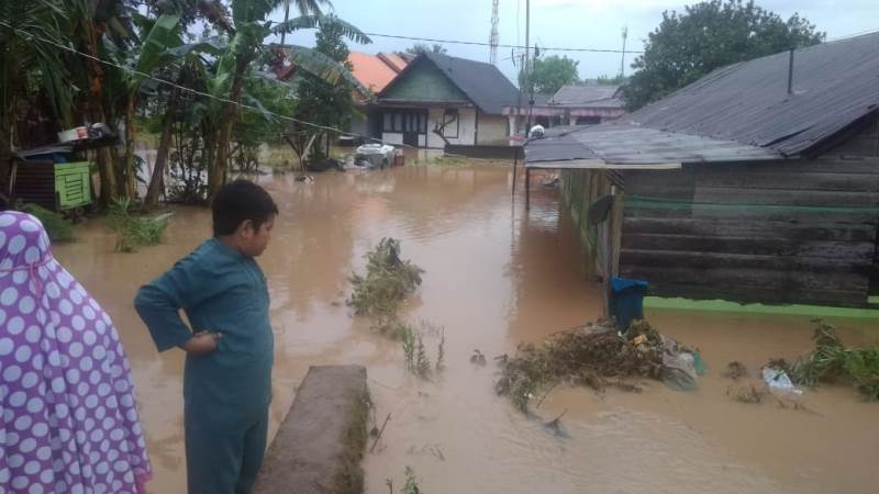 Banjir di salah satu wilayah di Kota Padang, Sumatera Barat, Sabtu, 3 November 2018. Medcom.id/ Alex Rajes.