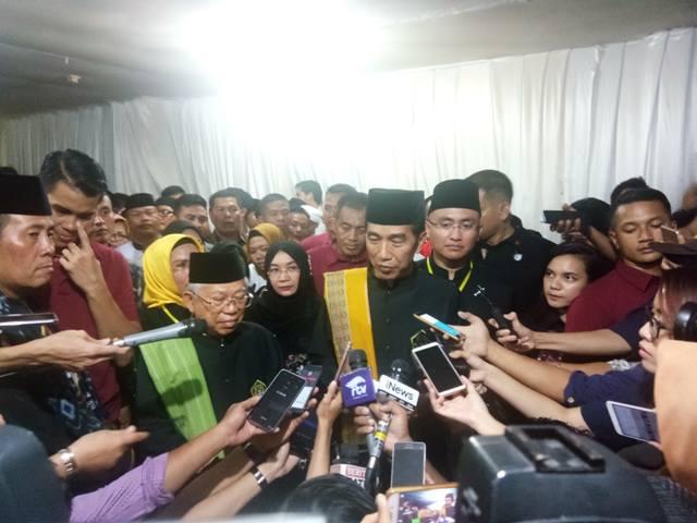 Capres dan Cawapres nomor urut 01 Jokowi-Ma'ruf Jokowi dalam acara deklarasi dukungan ulama, pendekar Banten dan relawan Banten bersatu Sabtu (3/11). Foto: Medcom.id/Achmad Zulfikar