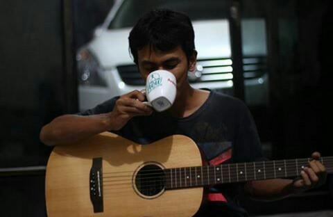 Ilustrasi minum kopi (Foto: dok. pribadi)