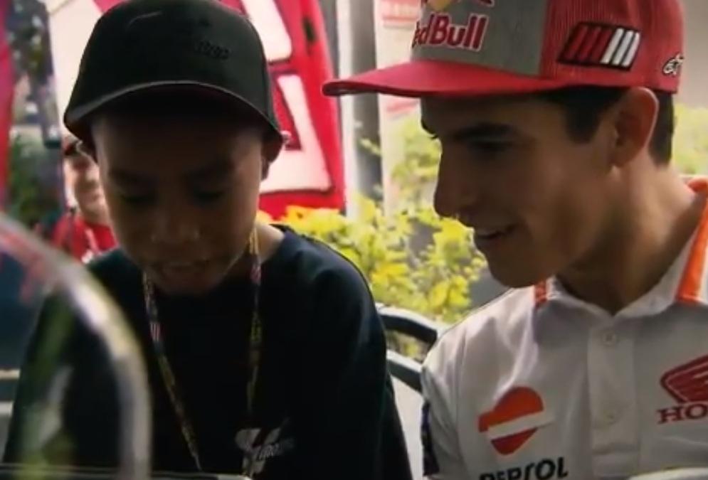 Rivaldy Elvans Krisna bersama Marquez (Foto: MotoGP)