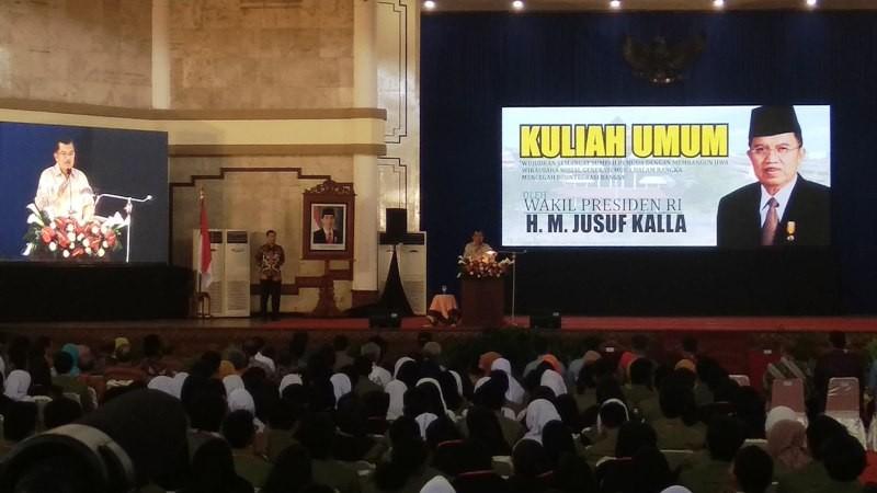 Wakil Presiden Jusuf Kalla saat memberi kuliah umum dan menyongsong Dies Natalies ke 60 Universitas Pembangunan Nasional (UPN) Veteran Yogyakarta, Minggu, 4 November 2018. Medcom.id-Ahmad Mustaqim