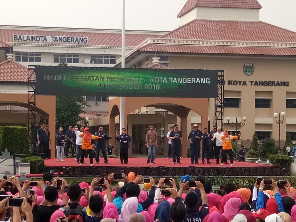 Presiden Jokowi dalam kunjungannya ke Kota Tangerang, Banten. Foto: Medcom.id/Achmad Zulfikar Fazli.
