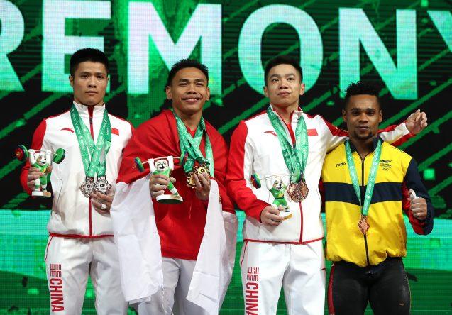 Eko Yuli bersama para peraih podium di Kejuaraan Dunia Angkat Besi Tukrmenistan 2018 (Foto: IWF)