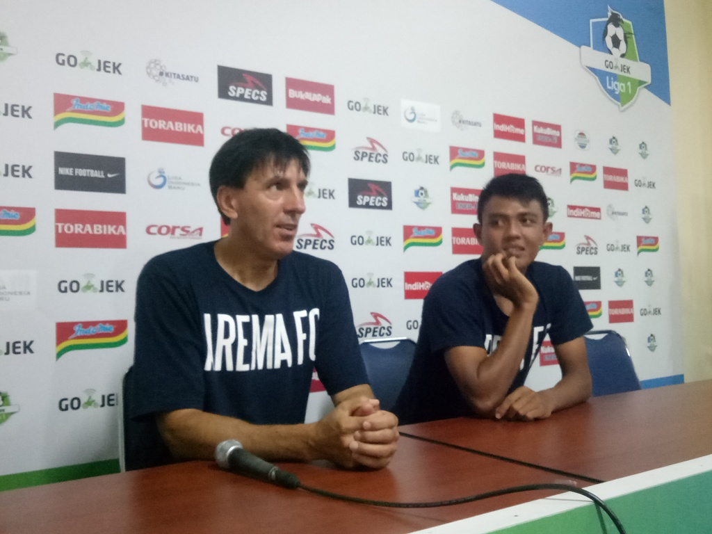 Pelatih Arema FC, Milan Petrovic (kiri) (medcom.id/Daviq Umar)