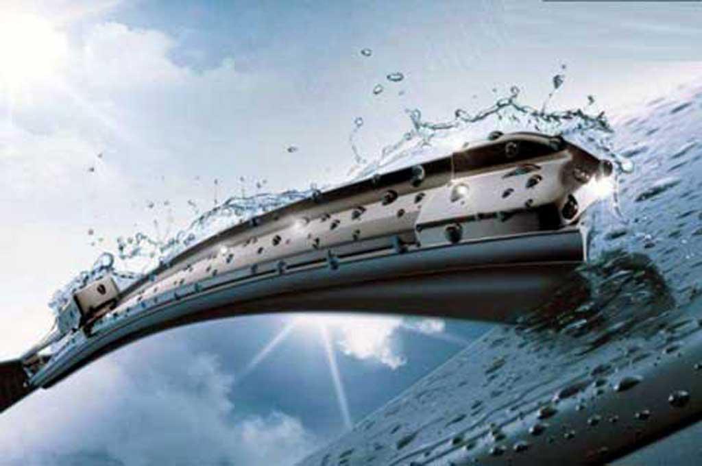 Pastikan wiper mobil dalam kondisi baik sebelum masuk musim hujan. Bosch