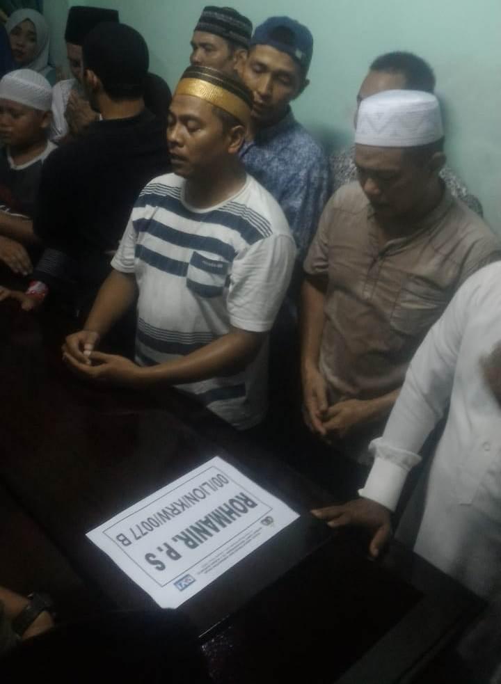 Puluhan warga menyambut kedatangan jenazah Rohmanir Pandi Sagala, 23, yang menjadi korban pesawat Lion Air PK-LQP.