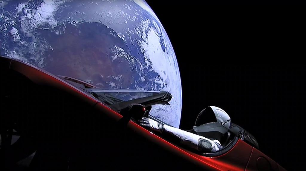Starman yang sedang berkendara Tesla Roadster. (AFP / SpaceX)