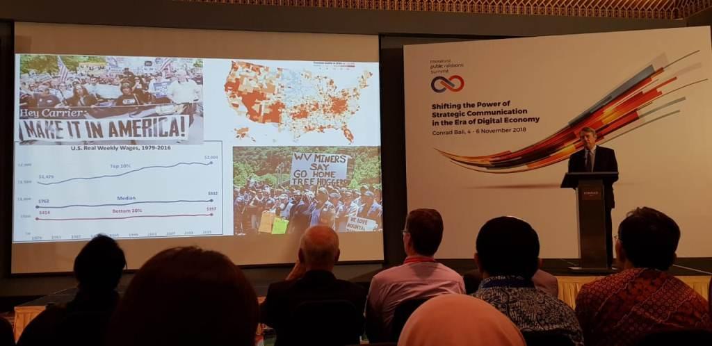 Presiden Arthur W Page Society, Roger Bolton, saat menjadi pembicara kunci dalam Pertemuan Internasional Hubungan Masyarakat 2018 di Conrad, Bali. Foto: Medcom.id/Jati Savitri